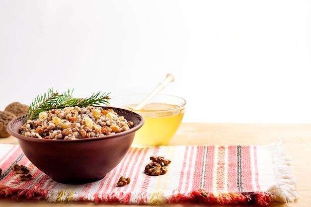 Kutya é um prato cerimonial de grãos