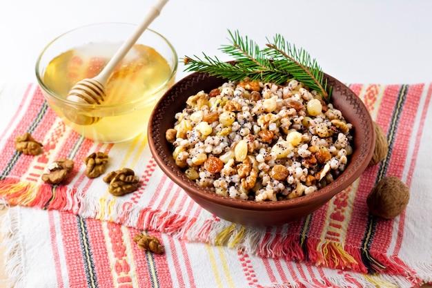 Kutya é um prato tradicional de grãos cerimoniais servido por cristãos orientais durante a época de natal