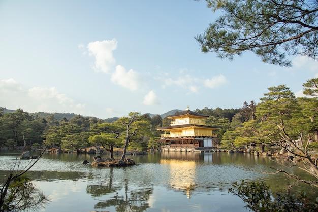 Kyoto, japão - 29 de janeiro: antigo castelo de ouro japonês,