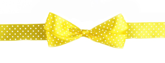 Laço de fita amarela isolado no branco