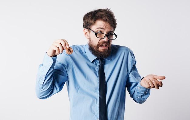 Laços de homem de negócios financiam carteira eletrônica de tecnologia de internet criptomoeda. foto de alta qualidade