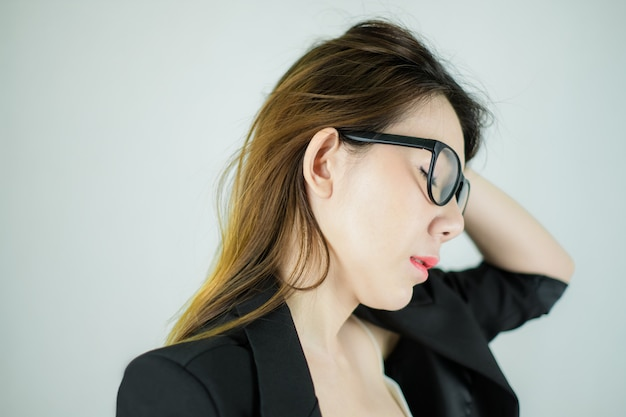 Lado da empresária asiática estressada