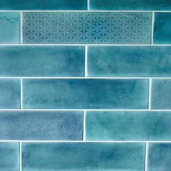 Ladrilho retangular, textura de fundo azul, com ornamentos