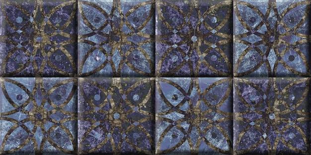 Ladrilhos cerâmicos decorativos com um padrão abstrato.