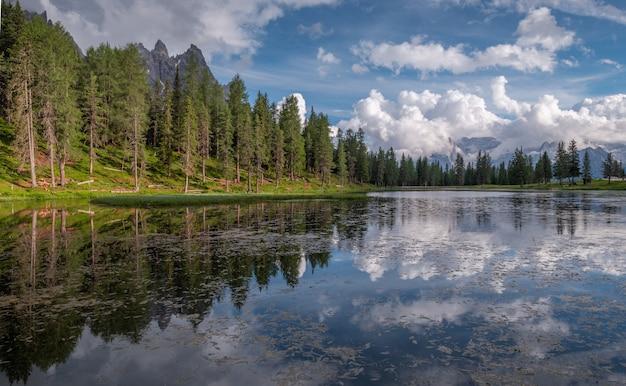 Lago antorno nas dolomitas