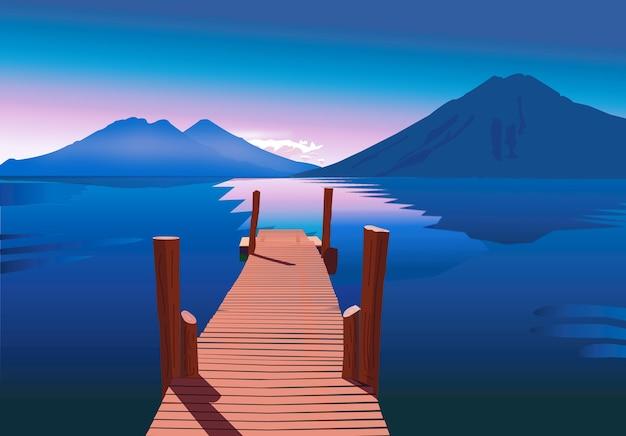 Lago azul com pôr do sol rosa nas montanhas