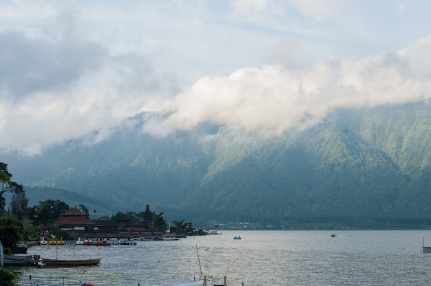 Lago batur e montanhas, bali, indonésia
