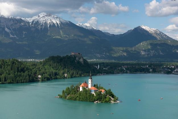 Lago bled, ilha e montanhas, eslovênia, europa