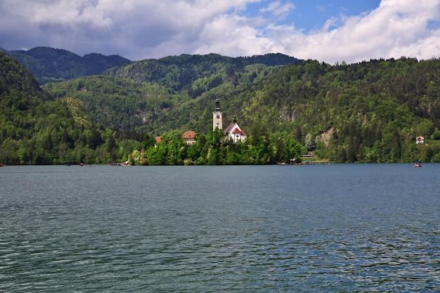 Lago bled nos alpes da eslovênia