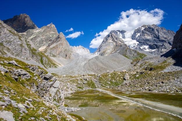 Lago cow, lac des vaches, no parque nacional de vanoise, savoy, frança