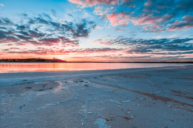 Lago crossbie ao pôr do sol, murray sunset national park