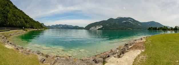 Lago da montanha na áustria