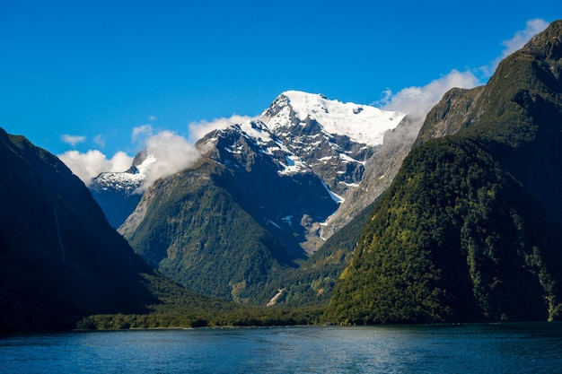 Lago e paisagem de montanha na nova zelândia