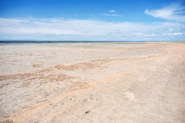 Lago ebeity (região de omsk, federação russa), grande lago salgado com lama terapêutica.