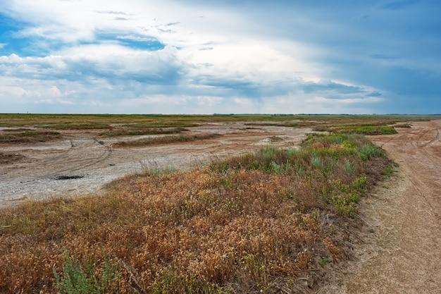 Lago ebeyty, o maior lago salgado da região de omsk