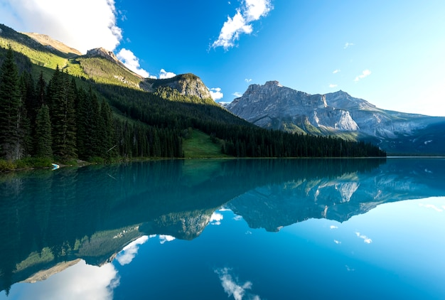Lago esmeralda, parque nacional yoho, columbia britânica, canadá