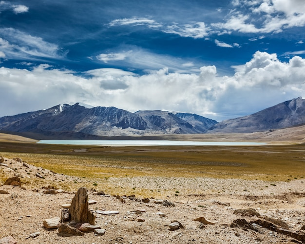 Lago himalaia kyagar tso, ladakh, índia
