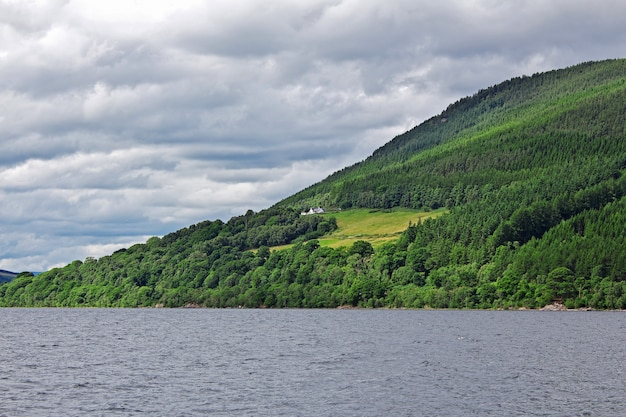 Lago loch ness na escócia, reino unido