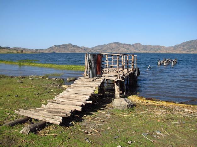 Lago nas montanhas da etiópia
