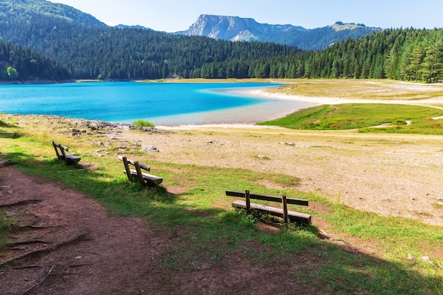 Lago negro da área de durmitor em montenegro.