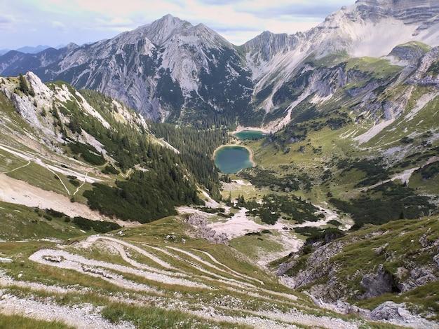 Lago soiernsee nas montanhas alemãs