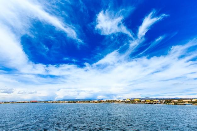 Lago titicaca perto de puno, peru