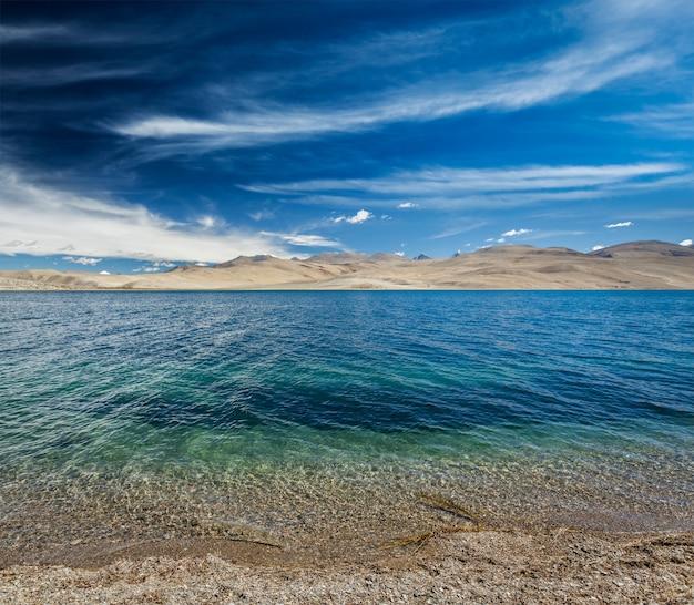 Lago tso moriri no himalaia, ladakh, índia