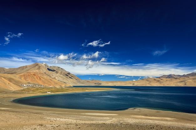 Lago tso moriri no himalaia, ladakh