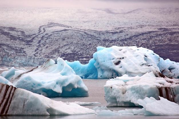 Lagoa da geleira de jokulsarlon. islândia