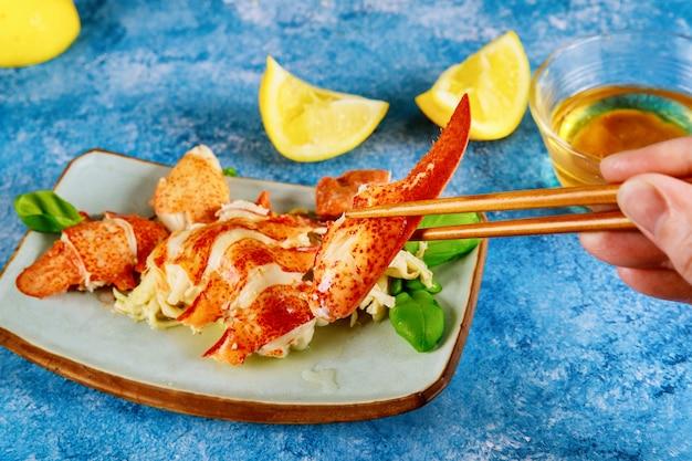 Lagosta cara de frutos do mar na mesa em buffet