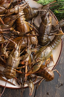 Lagostas frescas prontas para cozinhar frutos do mar produtos crus refeição lanche na mesa cópia espaço fundo de alimentos