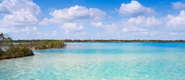 Laguna de bacalar lagoon no méxico maia
