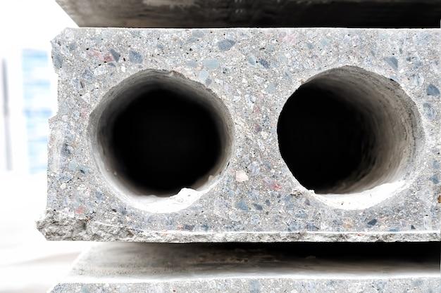 Laje pré-fabricada de concreto com furo para construção