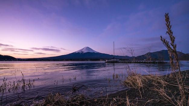 Lake mt. cenário da montanha fuji
