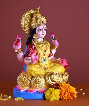 Lakshmi - deusa hindu, deusa lakshmi. deusa lakshmi durante a celebração de diwali. festival da luz hindu indiano chamado diwali