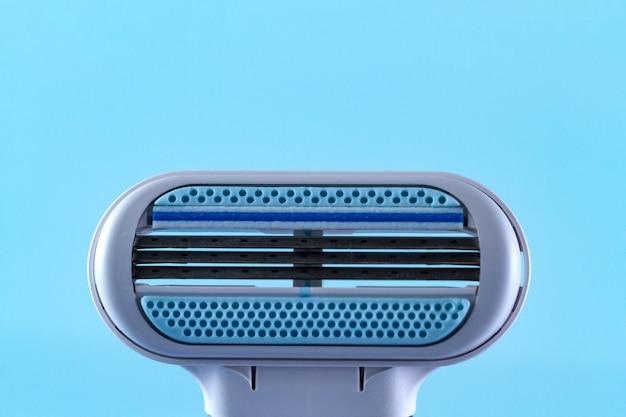 Lâmina de barbear feminina close-up. depilatório. remoção de pêlos indesejados. conceito de depilação