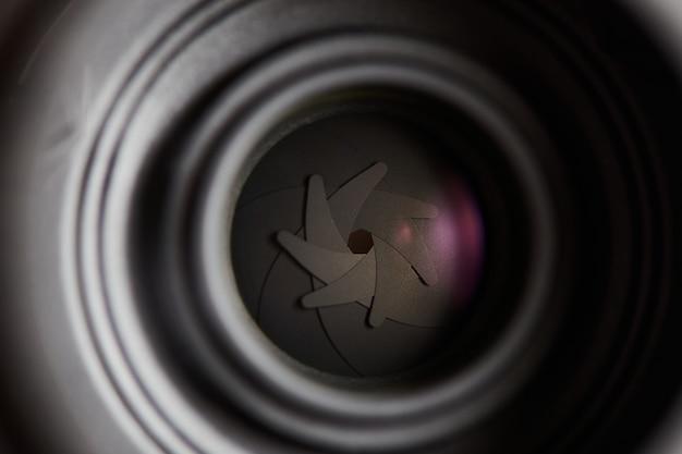 Lâminas da lente de abertura fechadas