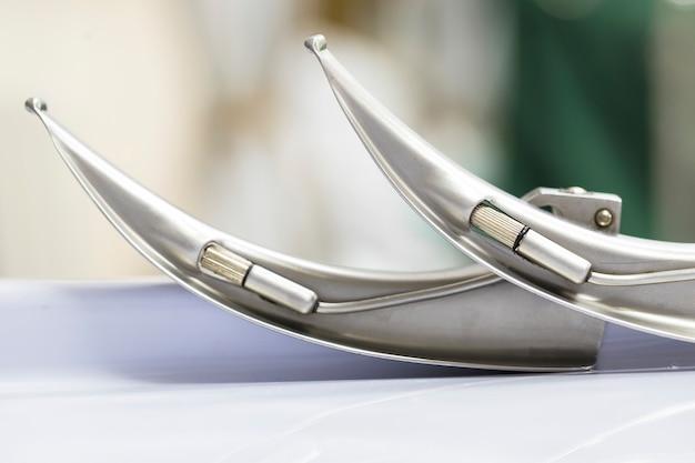 Lâminas de laringoscópio de metal