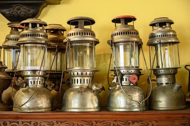 Lâmpada antiga antiga lanterna de gasolina