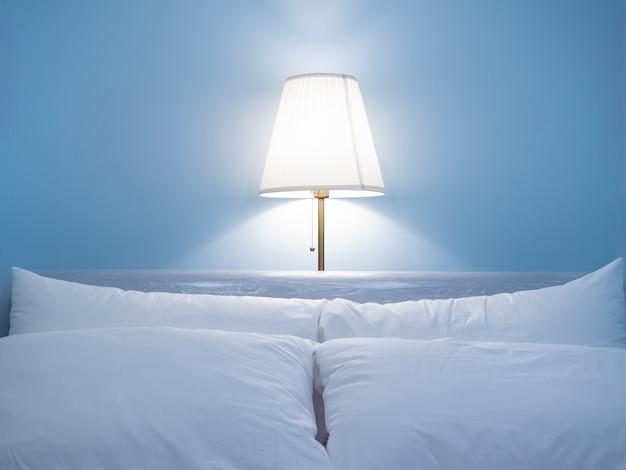 Lâmpada bonita do quarto na noite