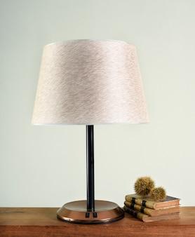 Lâmpada clássica com sombra branca