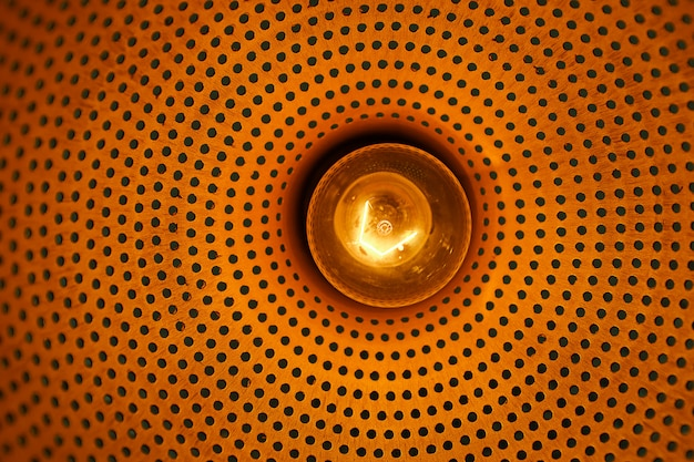 Lâmpada com o bulbo de vidro queimado incluído. designer light and lighting in interiores. criação de iluminação única de salas e interiores.