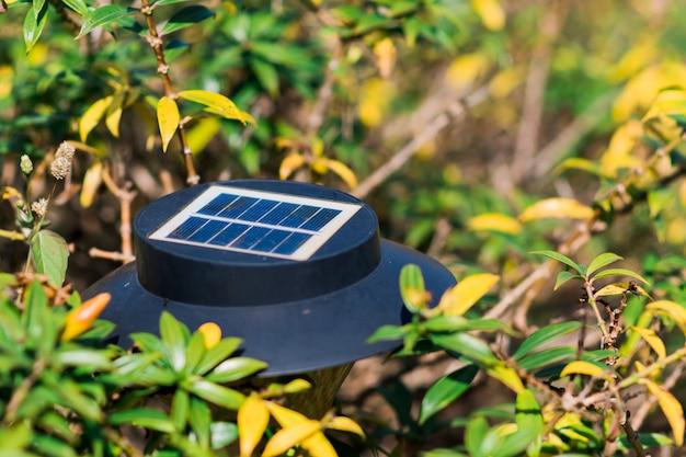 Lâmpada de célula solar no jardim