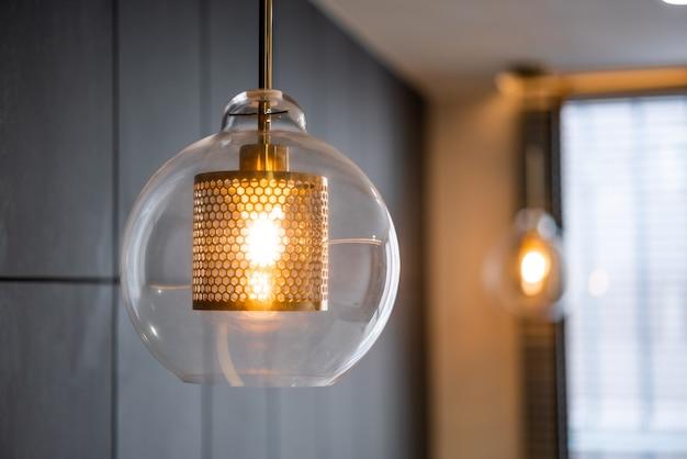 Lâmpada de iluminação de interior luxuosa vintage com placa de bronze e lâmpada de vidro transparente para decoração de casa