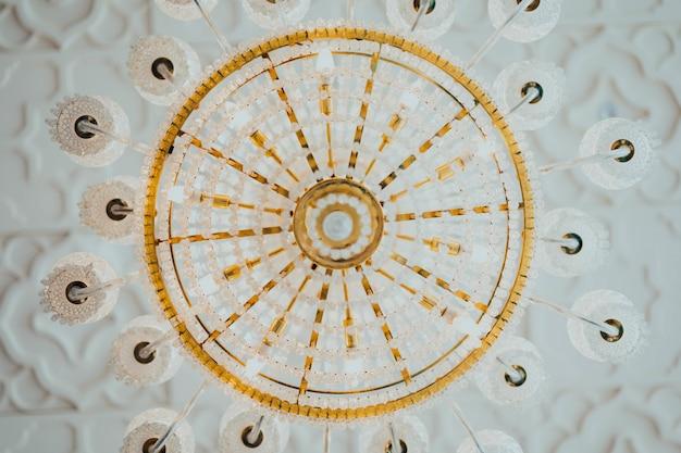 Lâmpada de luxo vista de baixo