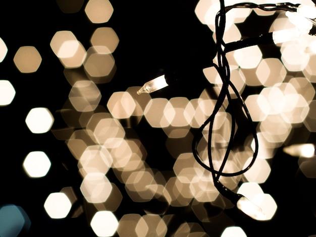 Lâmpada de noite pequena led e bokeh de fundo na noite do festival