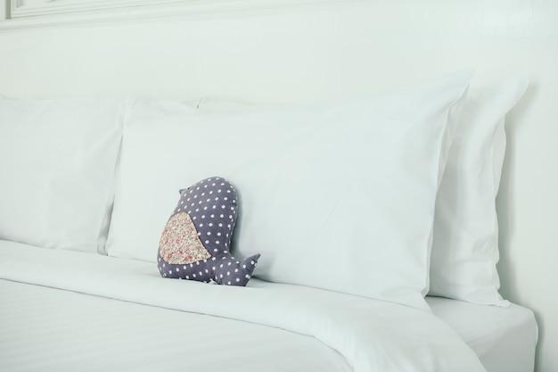 Lâmpada-de-rosa branca da cama de viagem