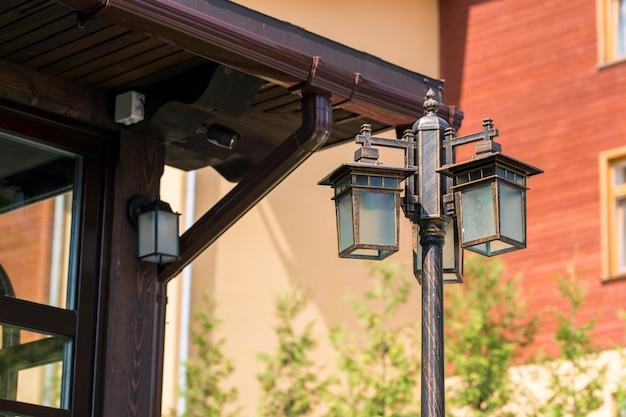 Lâmpada de rua perto de casa