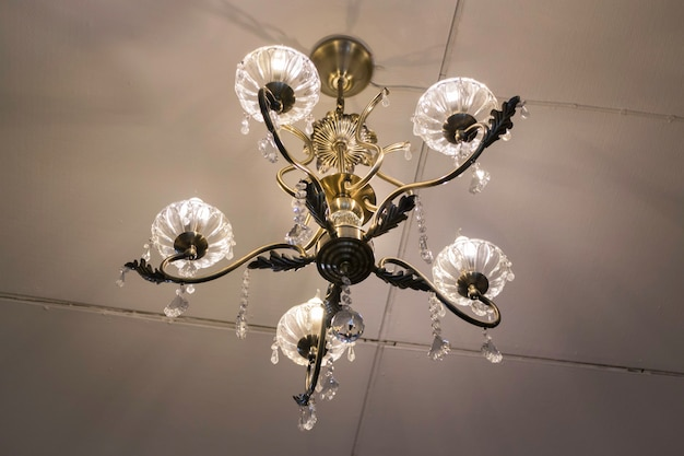 Lâmpada de suspensão clássica decorativa no café