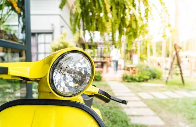 Lâmpada do farol na motocicleta